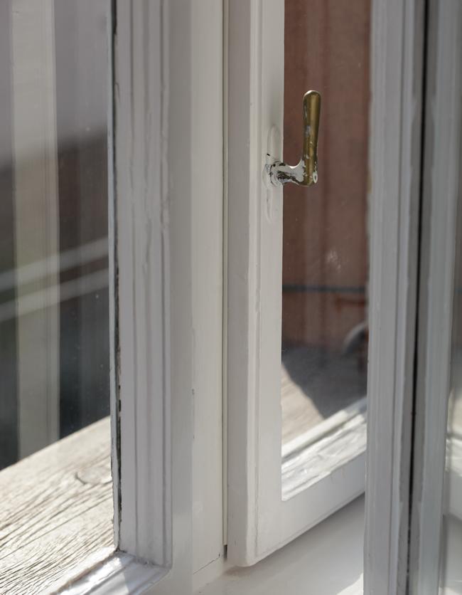 A szilikonnal leszigetelt ablak